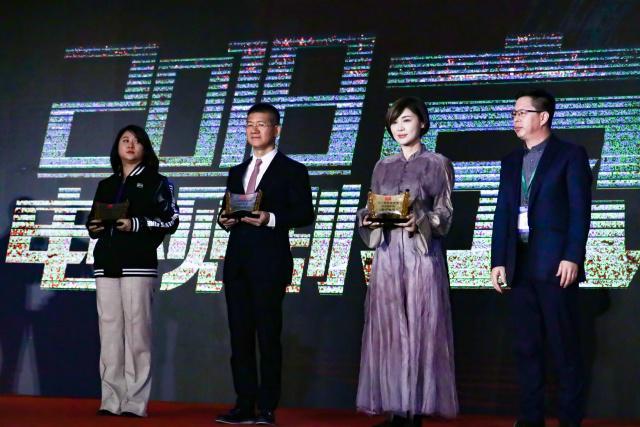 """传递正能量 恩乔依影视《幸福一家人》荣获""""年度品质奖"""""""