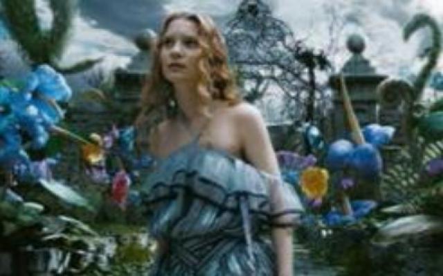 《爱丽丝梦游仙境 2010版》(英语版)