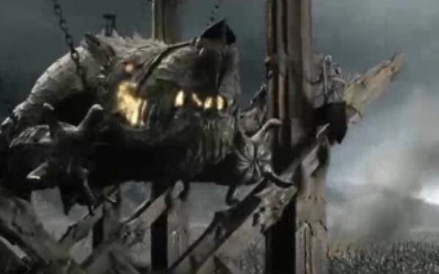 指环王3:王者无敌,怪兽大军准备用葛隆攻破城门,众人大惊