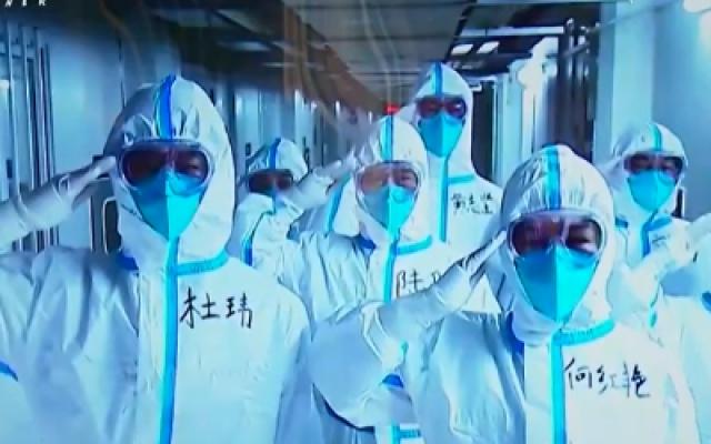 纪录电影《一起走过》全国首映礼在武汉举行