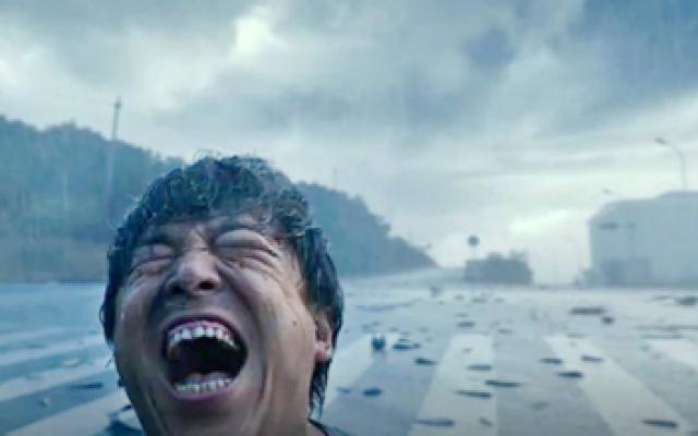 涉过愤怒的海:黄渤全片最诡谲的笑容,观众看得全身起鸡皮,太惊悚