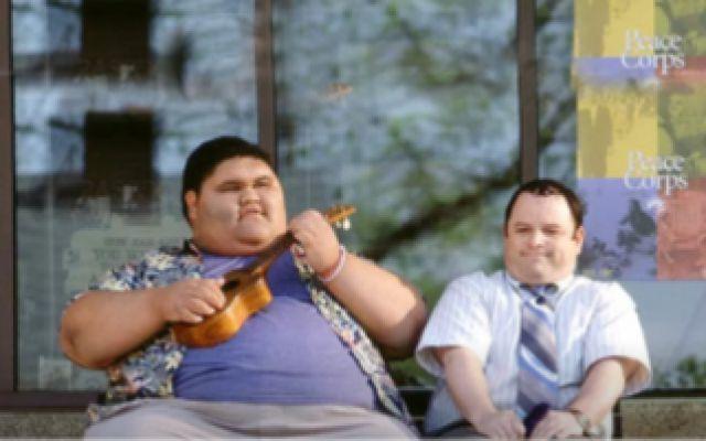 男子被心理师催眠,爱上400斤重的女孩