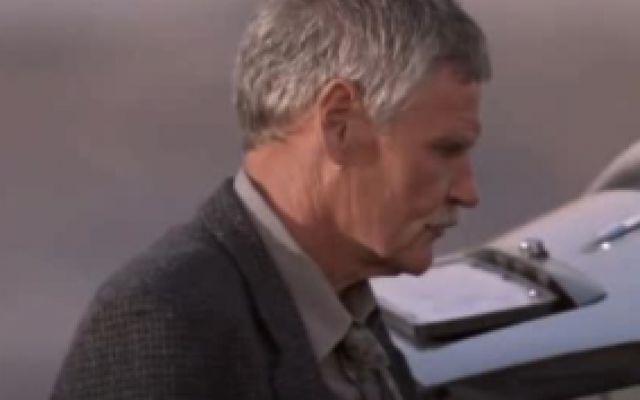 《黑帮暴徒》:塔提斯抢了车清点财务时,不料发现后座有个婴儿