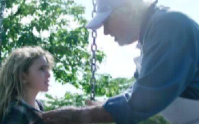 小女孩买冰淇淋遇到怪爷爷,还激发了她的特异功能