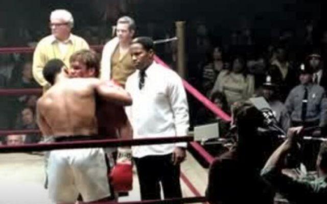 拳王阿里:阿里在拳台上暴打男子