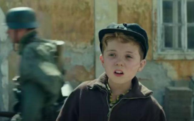 《乔乔的异想世界》预告,愿他们永远体会不到战争的残酷