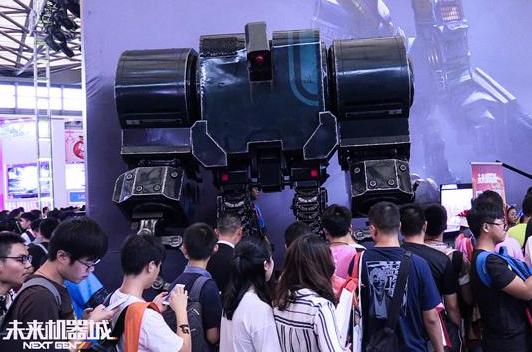 《未来机器城》超强机甲亮相ChinaJoy成自拍利器