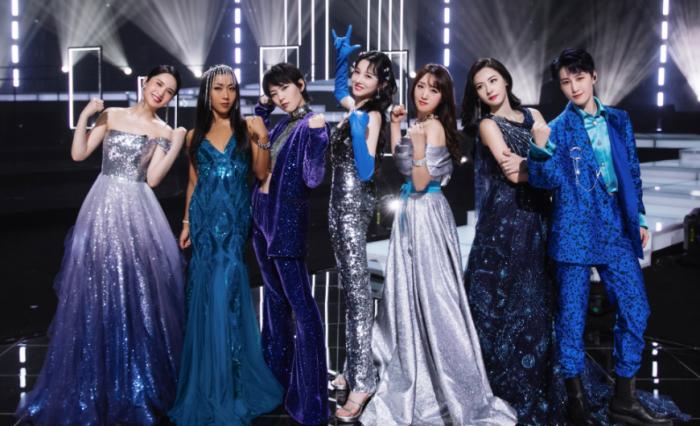 《姐姐2》成团之夜宣传海报,那英杨丞琳站最边边,C位成员好显眼