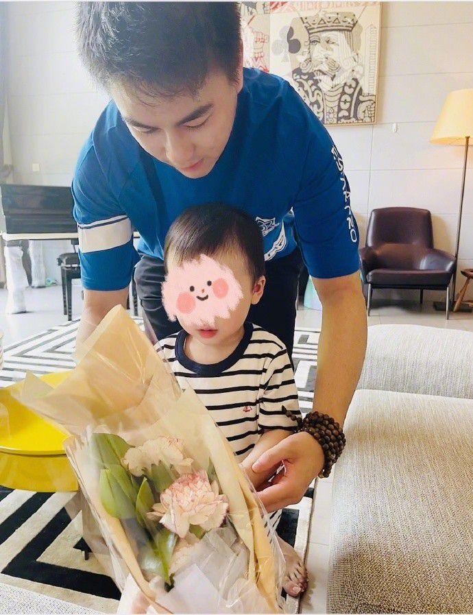 奚梦瑶宣布怀二胎:以后母亲节就可以收两束花花啦