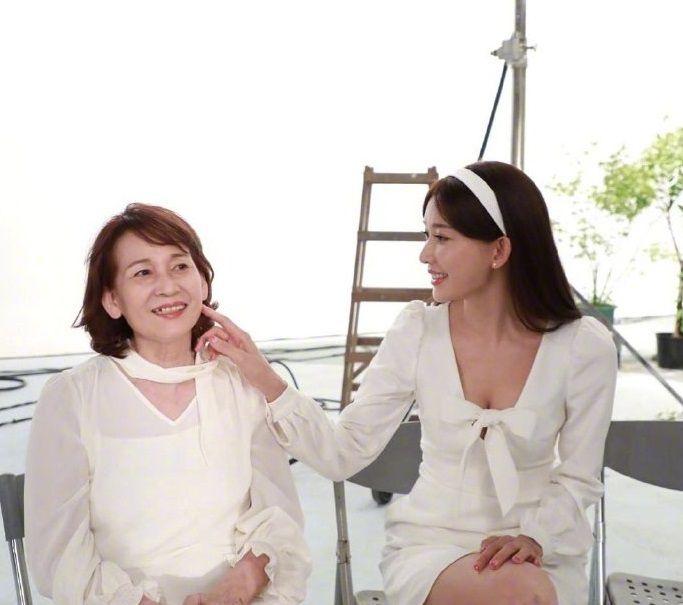 林志玲母亲节晒与妈妈合照