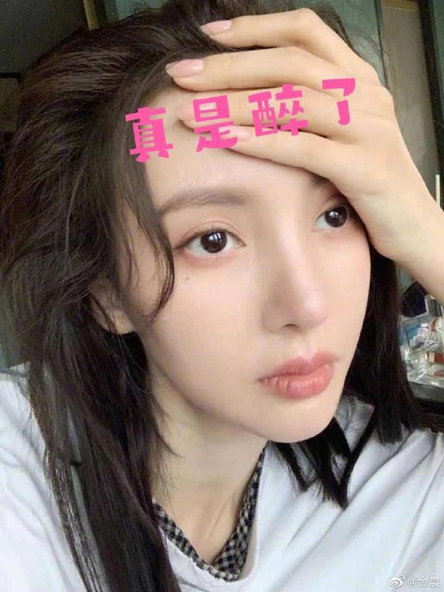 金晨回应恋情传闻否认拥吻 曝对方是十年好友