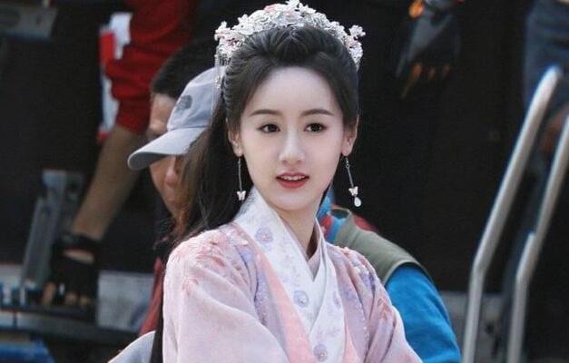 袁冰妍又一新剧定了,与当红小生上演虐恋剧,冲这阵容就等不及