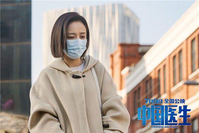 《中国医生》发女性力量特辑 袁泉宋佳张子枫集结