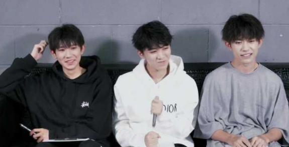 TFboys被传解散后王源王俊凯首同框,兄弟俩一前一后,身高略显尴尬