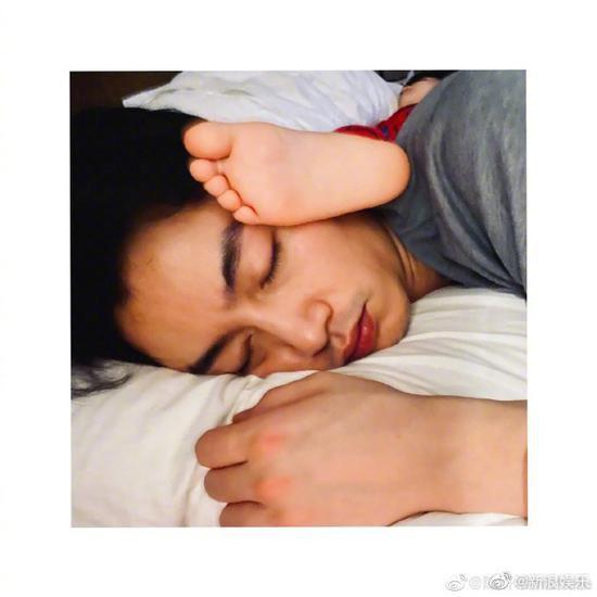 陈妍希晒照为陈晓庆生:愿你天天都有懒觉睡