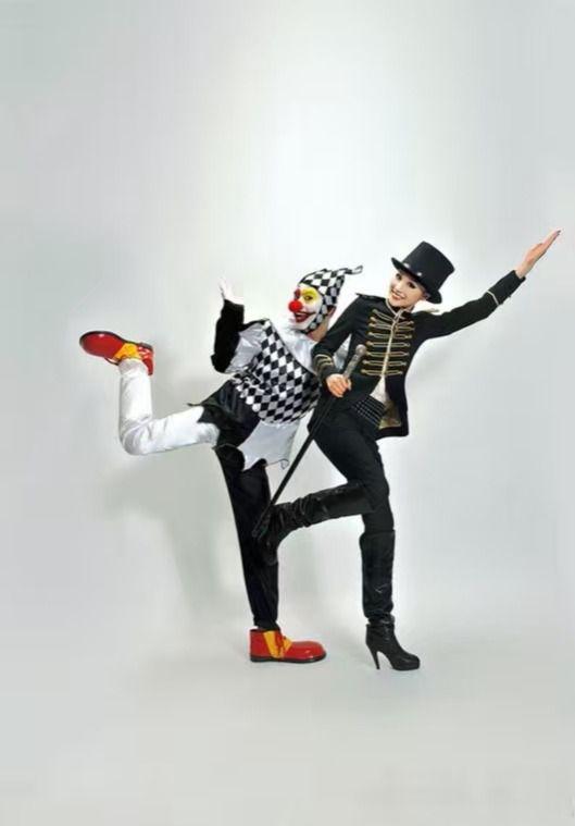 陈龙章龄之结婚照创意十足 小丑与魔术师造型暗黑大胆