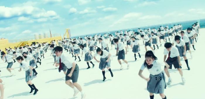 《燃野少年的天空》曝同名主题曲MV,展现百人齐舞大场面