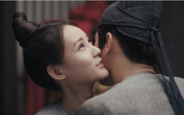 骊歌行:李一桐喝醉酒狂撩徐凯,徐凯直接抱住狂吻:你逼我的!