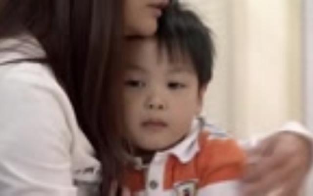 一鸣告诉小西刘安琪绑她是个坏阿姨,小西决心为了儿子振作坚强