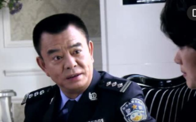 老李告诉文玲玉倩承认了兆辉手上确实有胎记