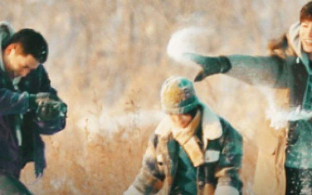 左肩有你:范丞丞和王安宇打雪仗这幕,回看十遍不过瘾,太心动!